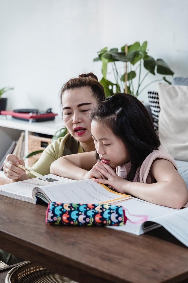 Pour faire les devoirs avec la pédagogie positive, pensez organisation!
