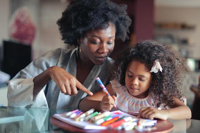 Apaisez les devoirs avec la pédagogie positive