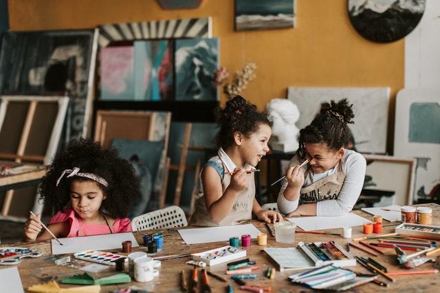 Danger des écrans pour les enfants: changez d'activités!